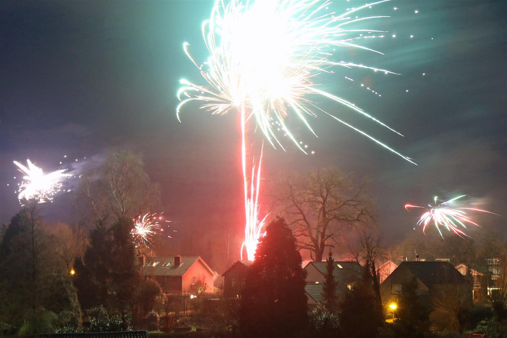 Vuurwerk boven Hemeltjenskamp (Large)